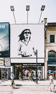 Kasetony reklamowe kurierem